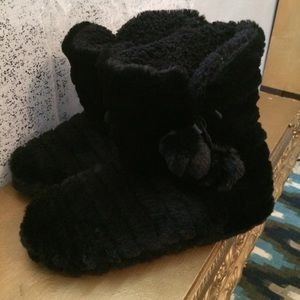 Shoes - NWT Women's  furry slipper boots size S(5/6)